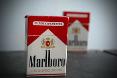 Marlboro (Brautality) Tags: red cigarette cancer smoking marlboro cigs cigarro fumador aplusphoto adicction