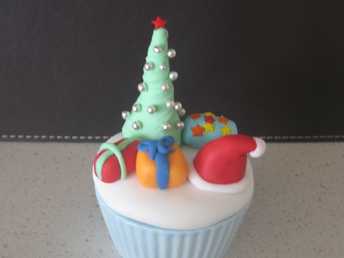 Test Christmas Cupcake Tree with presents