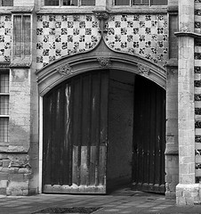 "Guildhall gate • <a style=""font-size:0.8em;"" href=""http://www.flickr.com/photos/87605699@N00/2075851288/"" target=""_blank"">View on Flickr</a>"