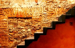 (Roco Jaramillo) Tags: up stairs colores puebla naranja escaleras