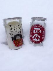 雪中のカップ酒