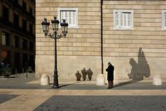The cherub's secret / Il segreto (juli_modul) Tags: barcelona bravo shadows sony bcn catalonia catalunya cataluña ombres themoulinrouge firstquality cruzadas dscr1 ltytr2 ltytr1 infinestyle thegardenofzen julimodul davidecherubini goldenheartaward flickrsmasterpieces