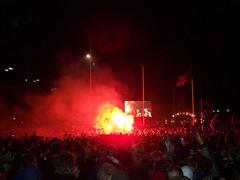 Feiernde Massen (jjjjkjjjj) Tags: bergen brann