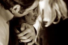forte tenerezza (luce_eee) Tags: love hands couple forza portfolio canon50mmf18 amore viraggio abbraccio seppia tenerezza lafebbra canon400d muffix luceeee sfidephotoamatori fortetenerezza rinaciampolillo wwwrinaciampolillocom