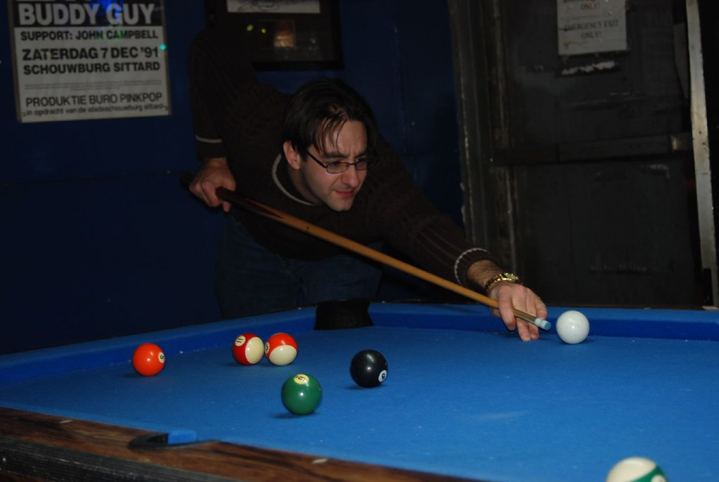 Simon Heseltine playing pool - SES Chicago 2007