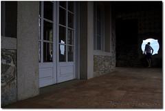 (.Tatiana.) Tags: blue friends sky man reflection window azul reflections stones sopaulo cu sampa janela homem reflexo reflexos pedras costas johanes fotoclube pora johanesduarte siteparavendadefotos httpwwwplanobfotodesigncom fototatianasapateiro