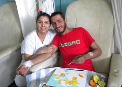 alejandra-acuña-con-paciente-pinta-quimioterapia-2011