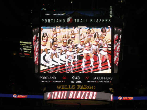 101307_scoreboard_dancers