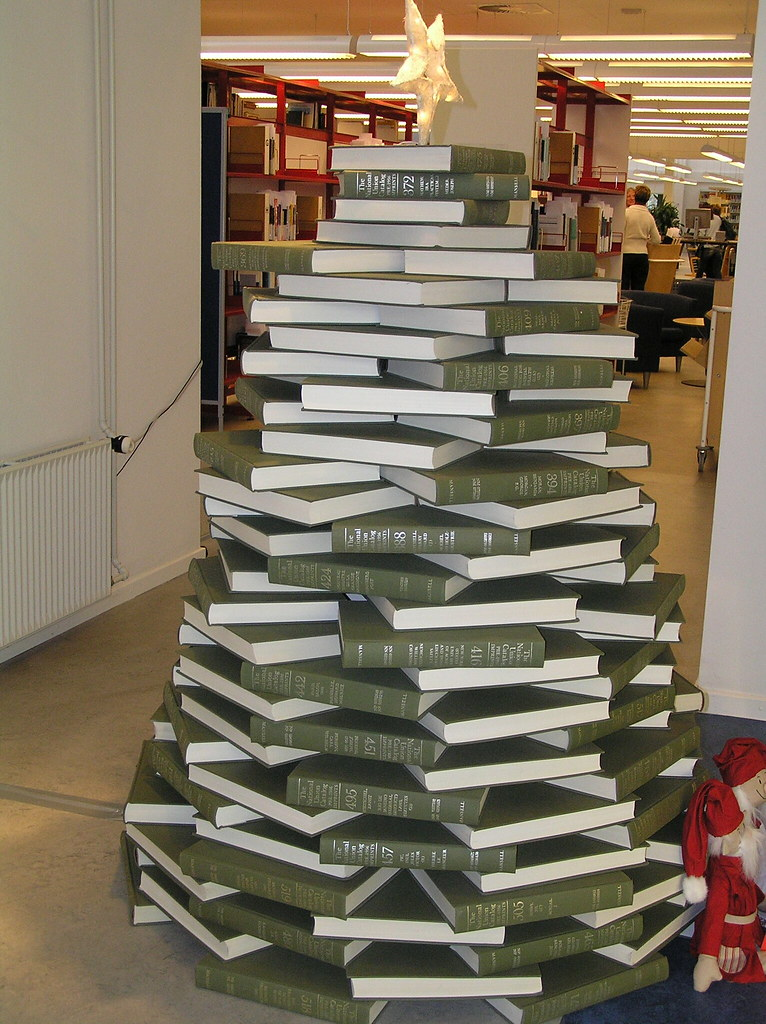 Library christmas tree 2006 by donaldist