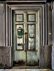 the door (Giusy Iescone (cantoliberox)) Tags: door porta napoli soe hdr vomero supershot kodakz650 platinumphoto platinumsuperstar