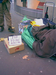 Homeless, Paris (manu/manuela) Tags: poverty street city paris france beggar via rue ville citta pauvre ruetronchet pauvret mendiant povero poverta quartiergrandsmagasins