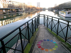 Bassin de la Villette - Paris (France) (Meteorry) Tags: street paris france art water colors seine eau europe paint rue loire quai villette cercle bassin stalingrad bassindelavillette quaidelaloire meteorry chromatique quaidelaseine cerclechromatique
