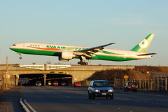 Eva Air B-16702 (Drewski2112) Tags: seattle street sea washington airport eva br air international tacoma boeing airlines seatac 777 ksea 777300er 188th 77w b16702