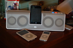 iPods and Logitech mm50 at Flickr.com