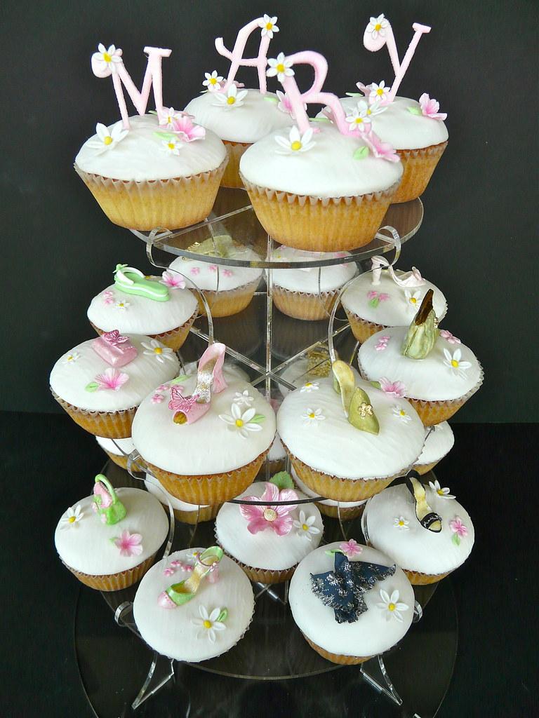 Birthday cupcakes .....