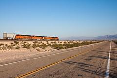 quadBNSF across the Mojave (Nohab0100) Tags: california road ruta train tren route66 desert carretera estrada mojave locomotive ge bnsf locomotora deserto generalelectric comboio locomotiva es44dc
