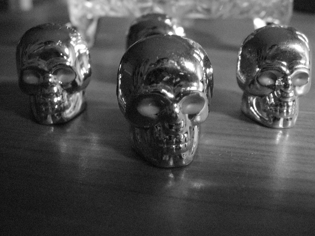 Tire skulls.