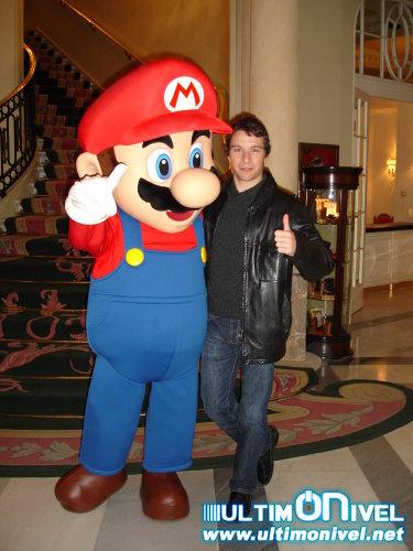 Posando con Mario
