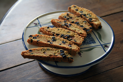 Cornmeal Currant Biscotti