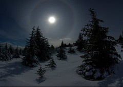 Winters night (*_Chris) Tags: moon snow alaska halo kodiak 10mm abw 1017mm k10d pillarmt
