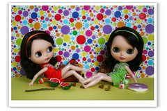 Colours Suns Beach (erregiro) Tags: animals sisters doll colours twin save pop blythe custom pili mili 60 sixties gemelas hermanas sesenta asil erregiro