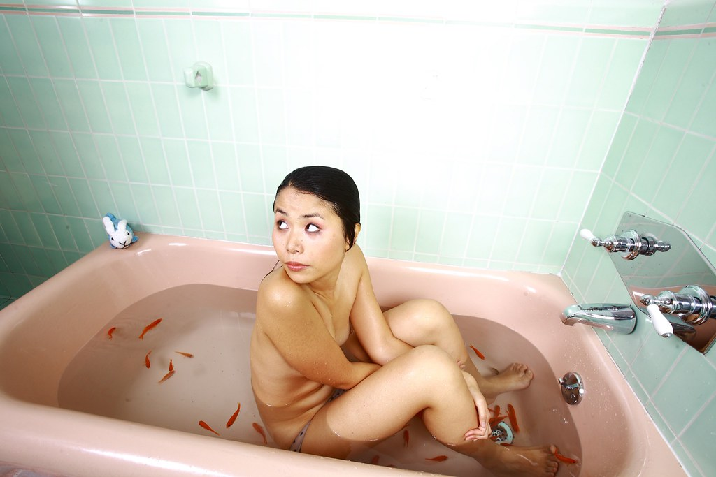 naked girl japan in water