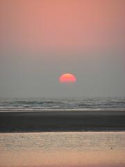 @ 6.06 pm (yogitakrv) Tags: sea konkan