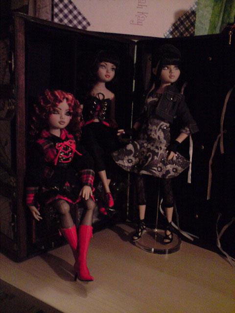 CharlIE :)) dans un beau pull rouge tricoté par Nadine :) Page 2 et 3 :) 2338447921_7ce62858a2_o