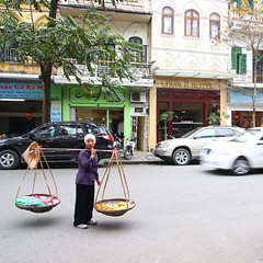 Hanoi: The people (Abu Muadz) Tags: people vietnam hanoi fruitseller