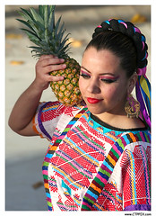 Pineapple Dance (CTPPIX.com) Tags: woman usa beautiful beauty fruit america canon 350d xt dance costume colorful pretty indianapolis earring makeup indiana jewelry mexican pineapple latina lovely ananas kupe in makyaj canon70300mmis ctpehlivan wwwctppixcom meksikali