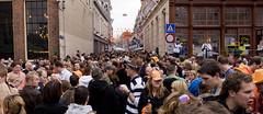 Facespotting! (loonatic) Tags: street feest people orange netherlands nederland festivals streetphotography groningen 2008 festivities crowds grotemarkt oranje koninginnedag straat mensen gelkingestraat