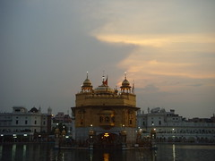 Light vs. Dark (Tanu Kaur) Tags: india punjab harimandarsahib