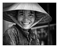 Mekong-eko Delta / Delta del Mekong (www.argindar.com) Tags: trip people blackandwhite black blancoynegro girl smile del monocromo asia vietnamese delta vietnam viajes sonrisa mirada jente vietnamita mekong blackwithe jendea txuribeltza bidaiak deltadelmekong ostrellina miradafavorita