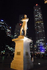 Sir Stamford Raffles (Fred @ SG) Tags: city history statue nightshot british cbd nightscene nightlife boatquay singaporeriver founder governer sirstamfordraffles