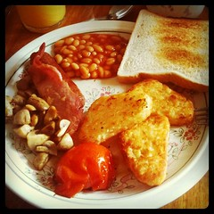 Breakfast in Scotland (Marc Grtz) Tags: breakfast tomato mushrooms bacon toast sausage bakedbeans champignons britishbreakfast uploaded:by=instagram