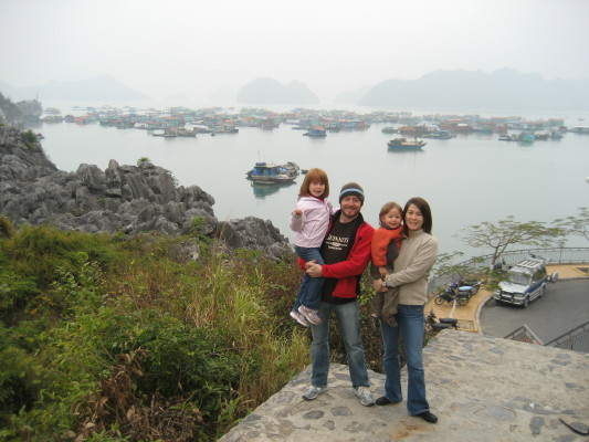 family_sea_village_1