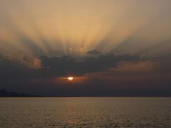 Tramonto (RoBeRtO!!!) Tags: sunset sea sky sun water beautiful clouds wow tramonto nuvole mare cielo rays sole acqua beams luce raggi marenostrum rdpic canong7 lighjt