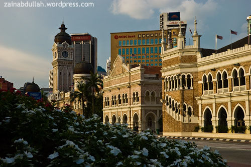 Sultan Abdul Samad Building captured behind the flower shrub
