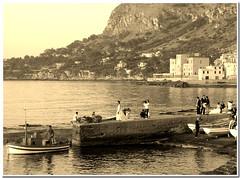 SCENE DI UN MATRIMONIO (Koccinella) Tags: montagne italia mare sicilia paesaggio sposi ragazzi seppia aspra spettacolare koccinella