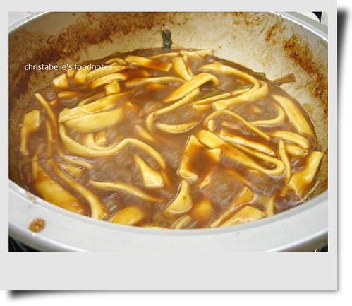 一品花雕雞粿條煮透透