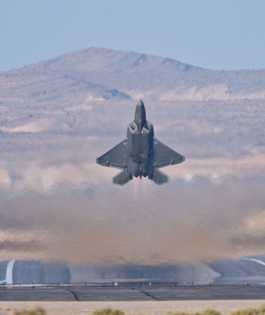 F22 Raptor taking off