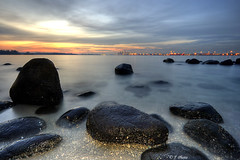 Punggol Sunset (J.^2) Tags: sunset sea beach water rock canon singapore punggol j2 hdr jiangjiang 3xp 400d jsquare vision100 goldenvisions