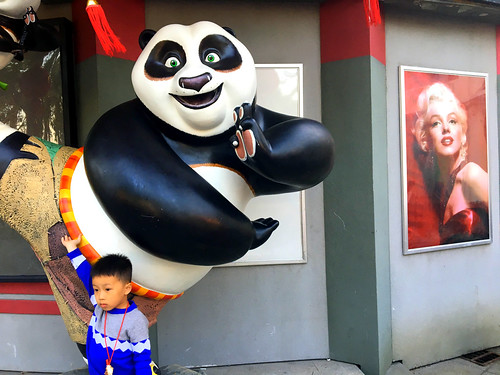 Xiamen early 2017 - a child, Kungfu Panda, and Marilyn