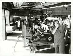 Vehicles under repair at the Manukau Technical Institute (Archives New Zealand) Tags: archivesnewzealand archives archivesnz 1976 manukau education manukauinstituteoftechnology vehicles cars repairs nationalpublicitystudios newzealand newzealandhistory nz nzhistory