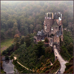 fairytale castle, more than 100.000 views (Frizztext) Tags: castle history classic germany square geotagged lumix interestingness google guitar map earth panasonic explore galleries link past geotag mosel exif rheinlandpfalz giuliani allegro blastfromthepast eltz 100faves frizztext maurogiuliani dmcfz50 holidaysvacanzeurlaub 20071010 firsttheearth muenstermaifeld exquisiteimage thewanderlust