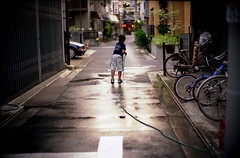 summer of '05 in Yanaka (TommyOshima) Tags: 2005 leica boy summer water 50mm tokyo afternoon kodak snapshot f10 noctilux m6 yanaka ultracolor