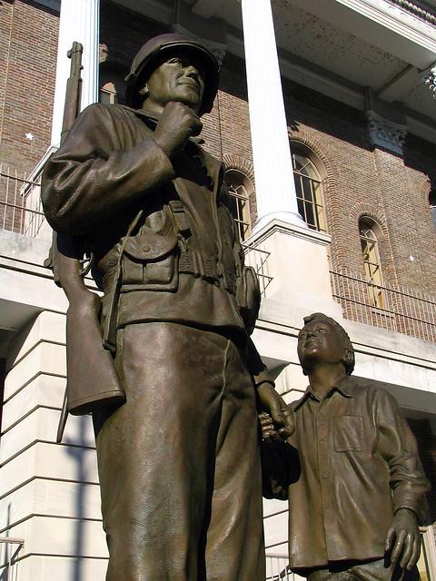 Shelbyville's Veterans Mem. statue version #2