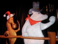 DSC01692.JPG (Web_Anna) Tags: christmas winter decorations holiday snow penguin hotel texas christmastree resort celebration teddybear gingerbreadhouse icesculptures trainset gaylord modeltrains northpole santasworkshop