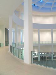 Pinakothek der Moderne Revisited (yushimoto_02 [christian]) Tags: art museum architecture canon germany munich mnchen geotagged arquitectura europe bellasartes arte kunst exhibition architektur museo hdr ausstellung exposicion pinakothekdermoderne pinakothek architectura kunsthalle pinakothekmoderne whiteandblue exhibicion mywinners schneknste bellaarte schoenekuenste