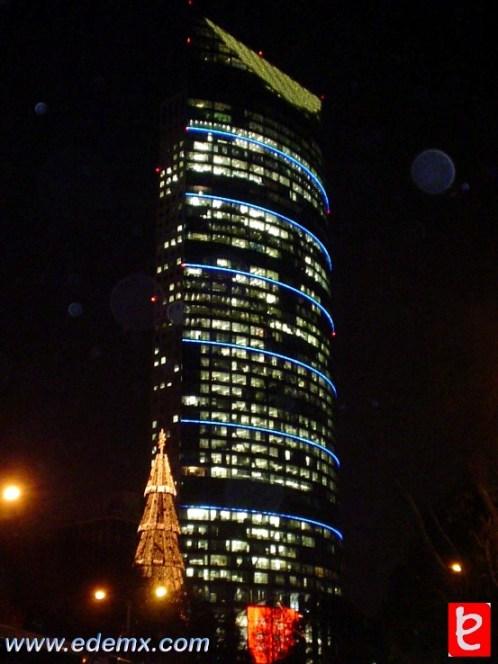 Torre Mayor vista desde el metro Chapultepec. ID236, Iván TMy©, 2008